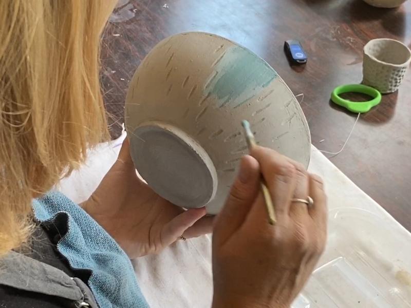 pot in klei beschilderen met stroke and coat