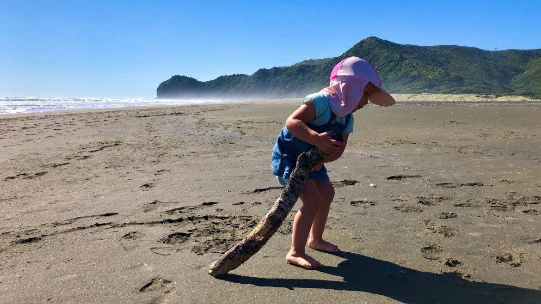 Strand Nieuw-Zeeland met kinderen