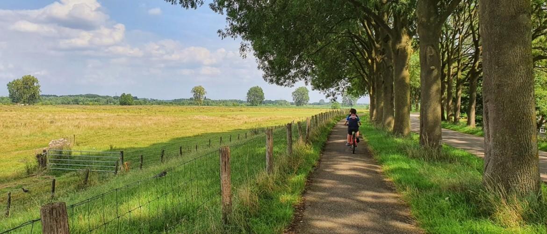 15 kilometer fietsen naar de stadsmolen van Ravenstein (en terug)