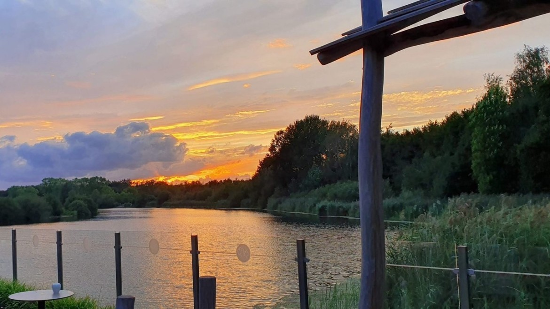 Bomenpark Oss bij zonsondergang