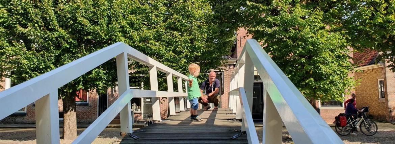 Sloten Friesland met een peuter