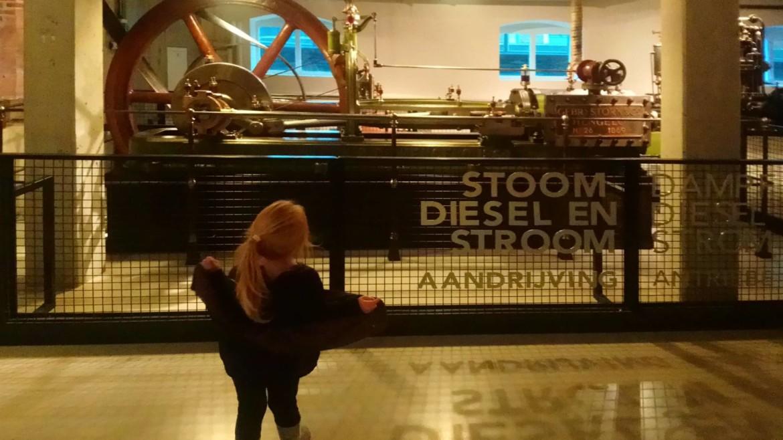 De Museumfabriek Enschede met kleuter