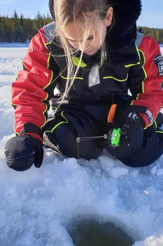 Ijsvissen in Zweden met kinderen
