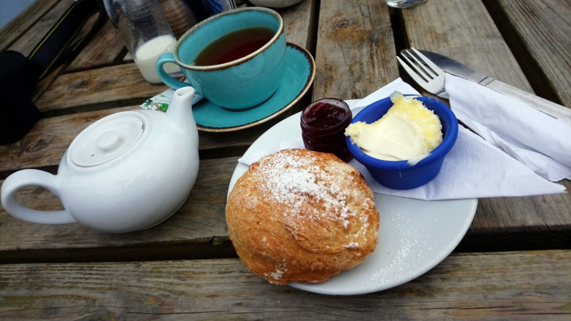 cream tea met scones