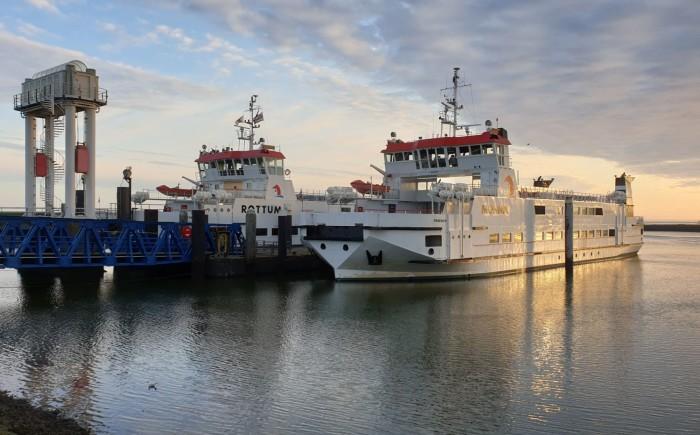 Oversteken met veerboot naar Waddeneiland Schier