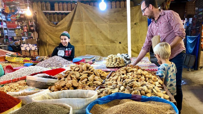 Koekjes kopen in Marokko met kinderen