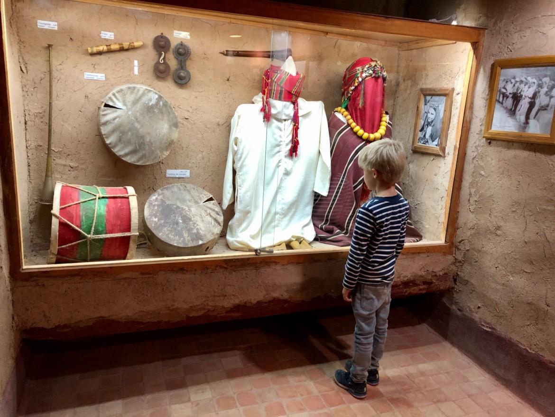 Ksar van El Khorbat met kinderen