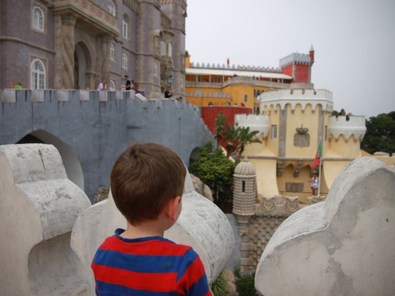 Palácio da Pena met een peuter bezoeken