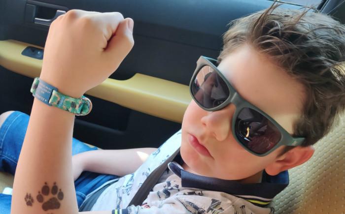 SOS armband, een bandje met naam