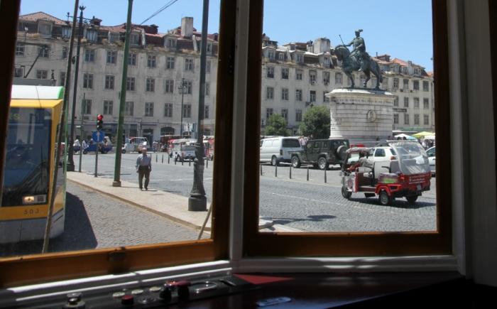 Tram in Lissabon met kinderen