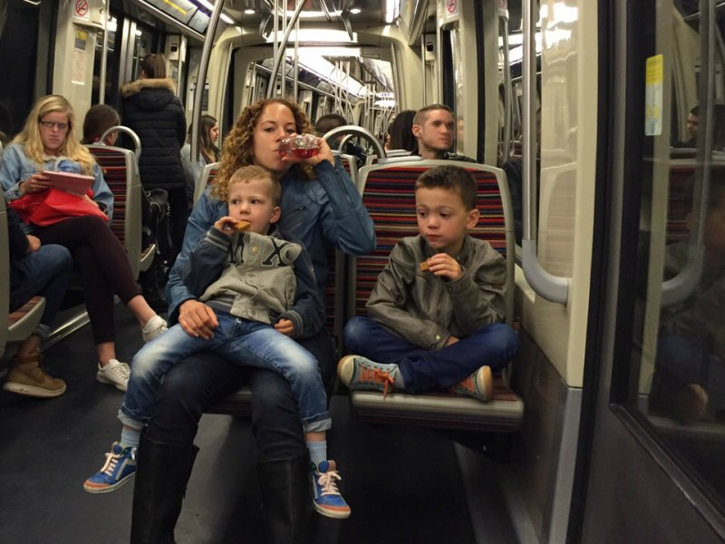 Ritje in de metro van Parijs met kids