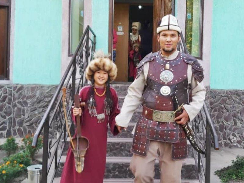 Traditionele kleding Kirgistan