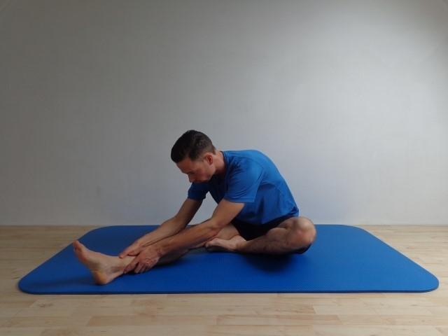 Zittend hamstring rekken bij pijn in je onderrug