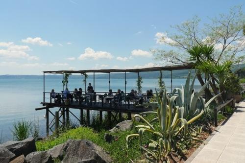 vakantie vieren in lazio bij het meer van bracciano