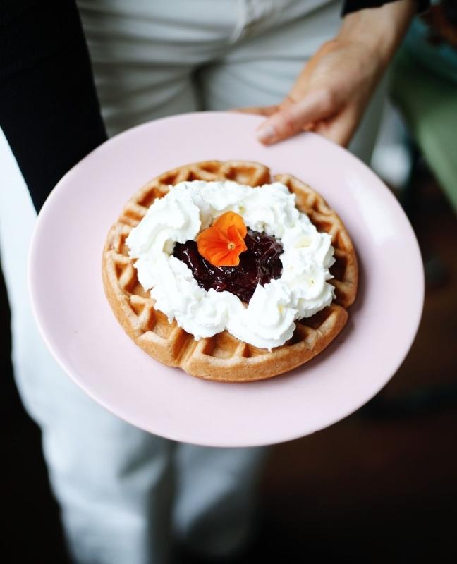 restaurant heart garden waffles beste social media amsterdam