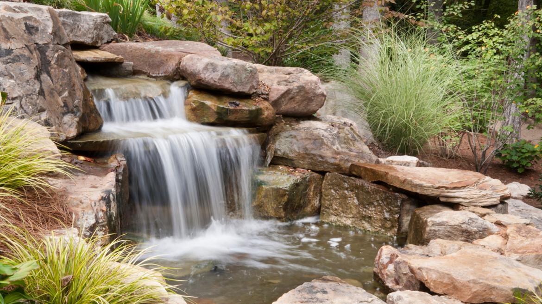 vijver-aanleggen-waterval