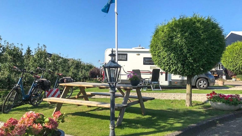 Camperplaats Aan Het Dorp