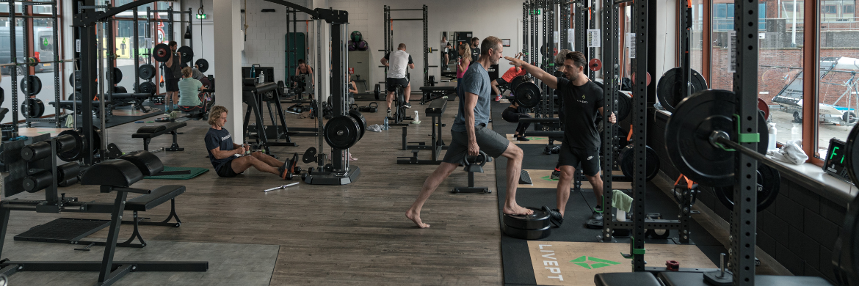 livept personal fitness club trainen onder begeleding van trainers voor het behalen van succes