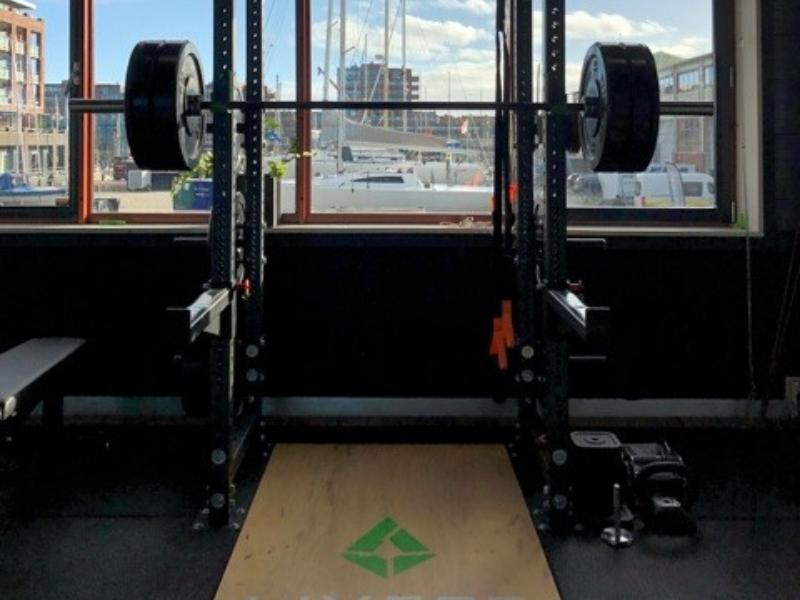 LIVEPT coach Ruben Trotz is gespecialiseerd in het tillen van zware gewichten