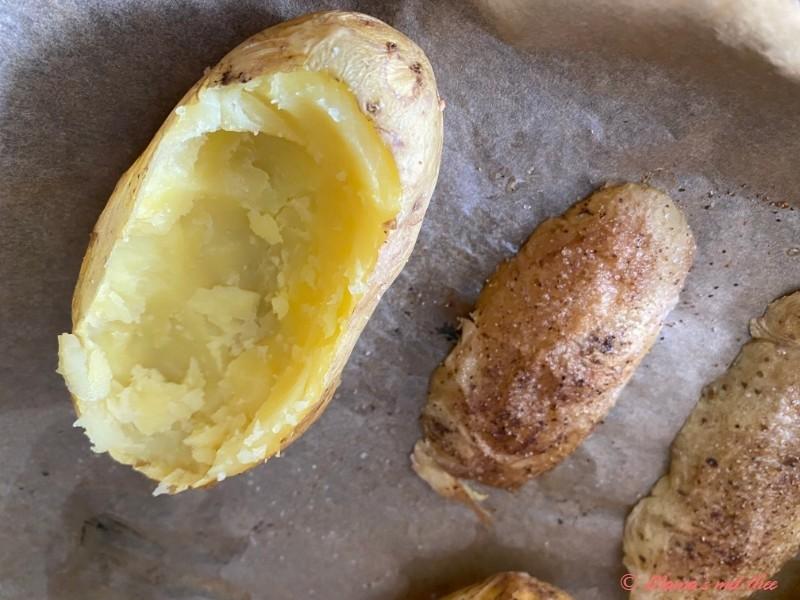 Gevulde aardappels met spek en ei