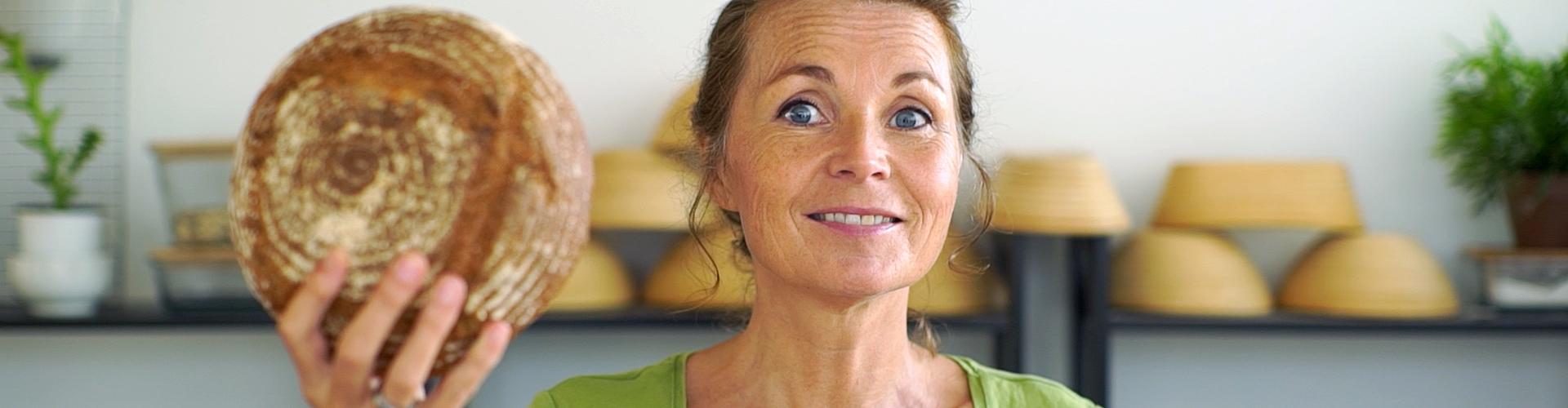 Marije bakt volkorenbrood met een smile