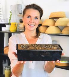 Marije selfie met gebakken glutenvrij brood - Marije Bakt Brood