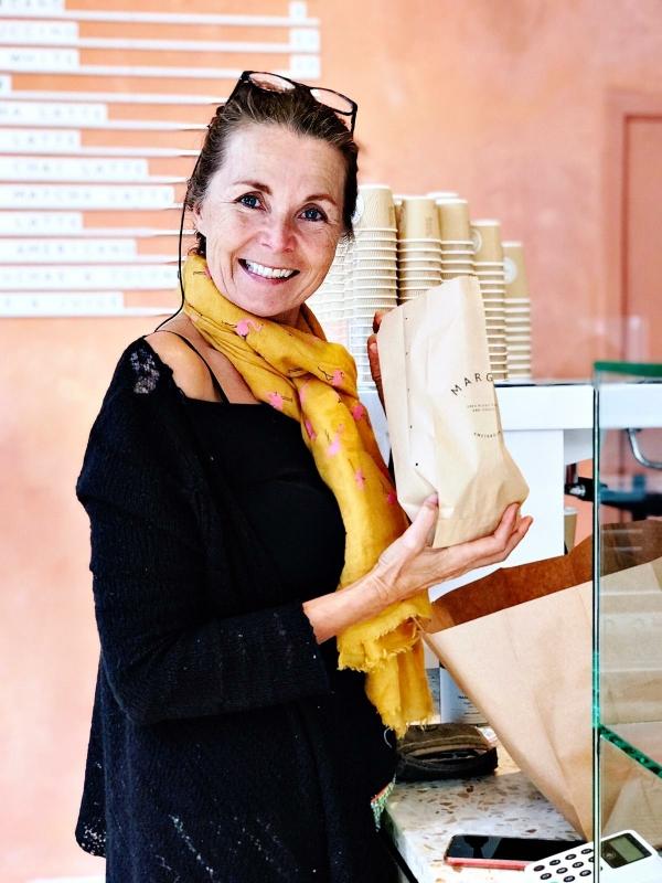 Marije met vegan croissant Margo's