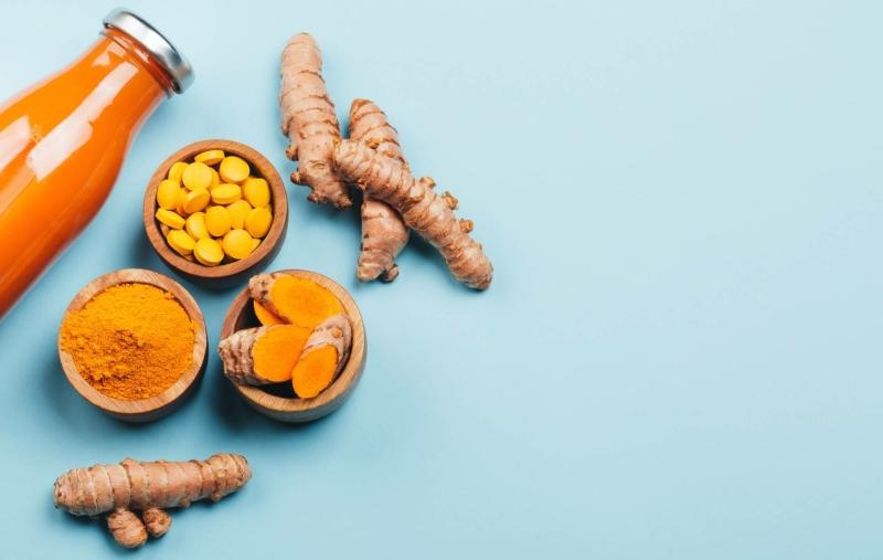 kurkuma-sap-poeder-pillen-wortelen-min