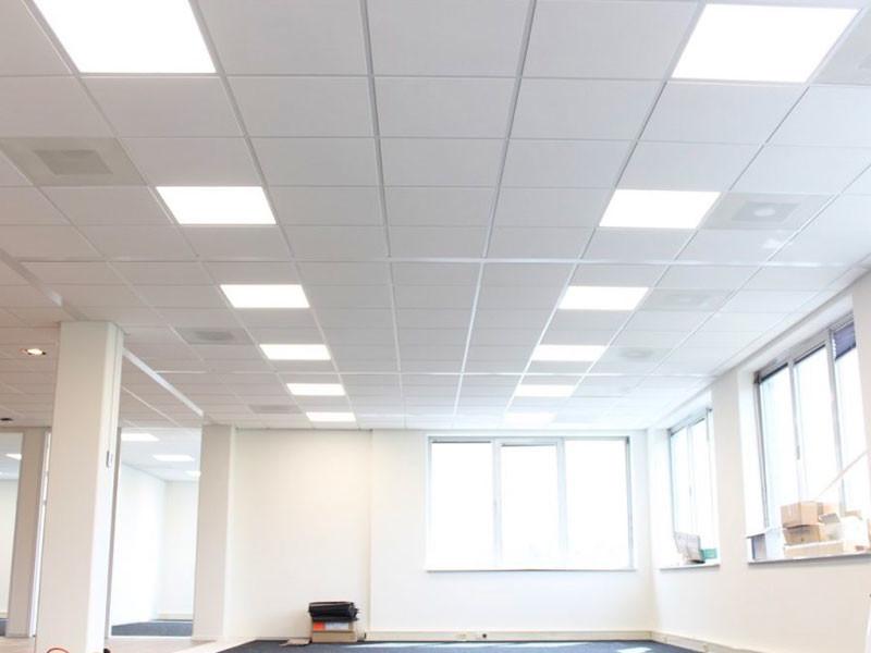 Systeemplafond met LED panelen