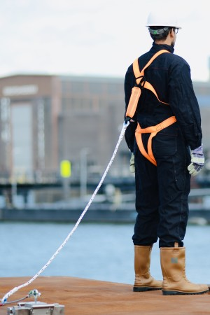 Worker is anchored with controlock® fall protection