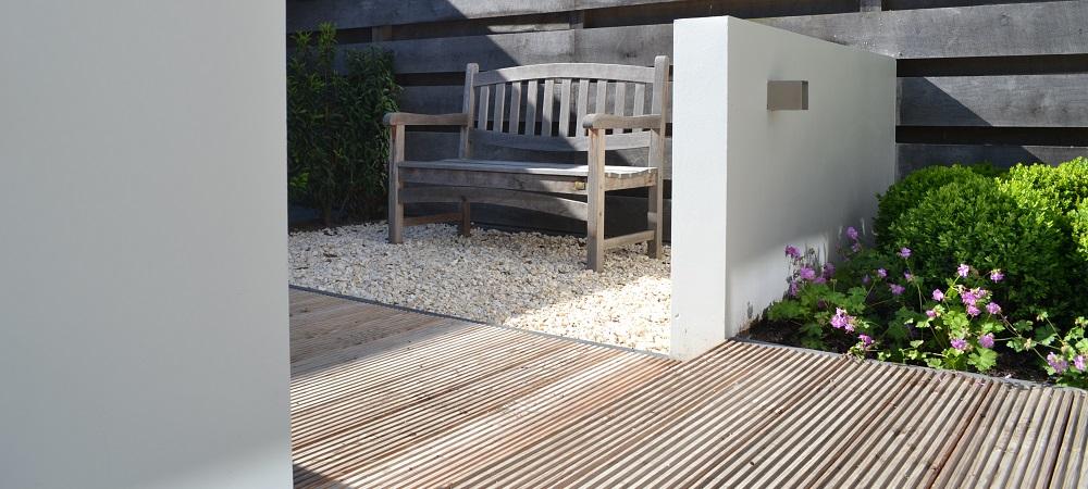 Strakke toscaanse stijltuin tuin moderne tuin met schutting en houten
