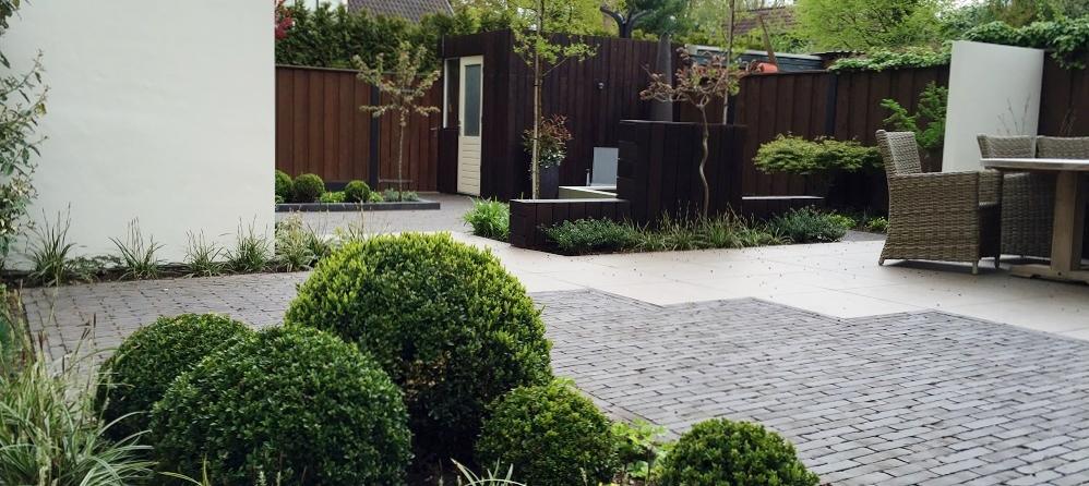 moderne-achtertuin-laten-aanleggen-hoveniersbedrijf-hardenberg