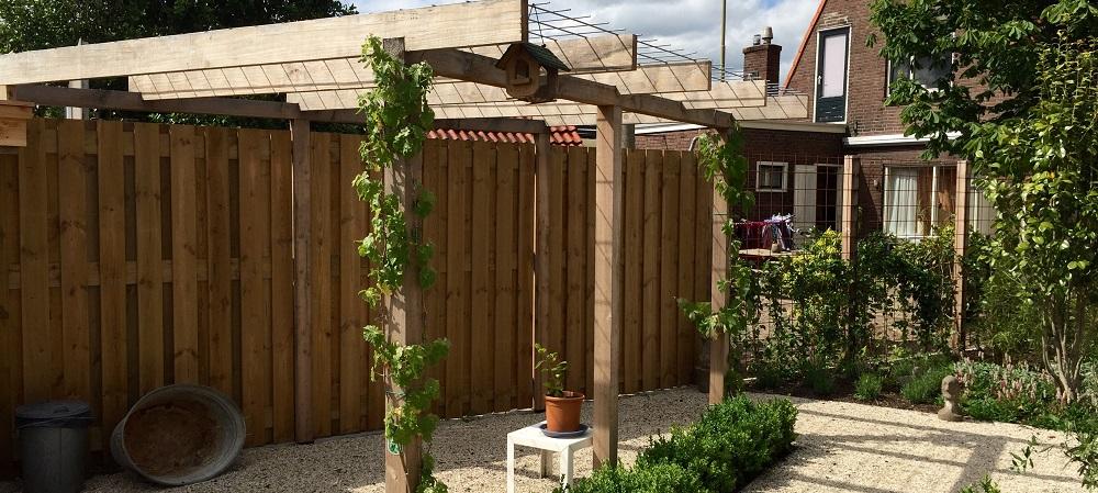 Hovenier in coevorden tuinaanleg moderne tuin - Voorbeeld van houten pergola ...