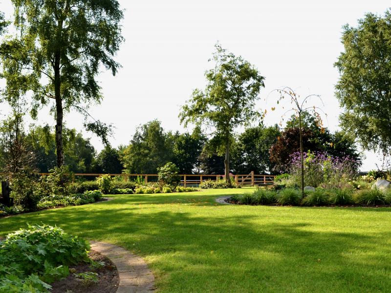 Moderne landschapstuin in Hardenberg