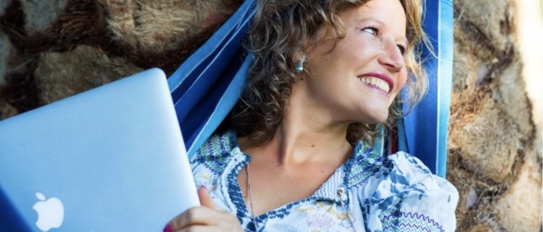 Esther is 'ontslagen' uit Nederland en leeft sindsdien niet langer dan zes weken op één plek