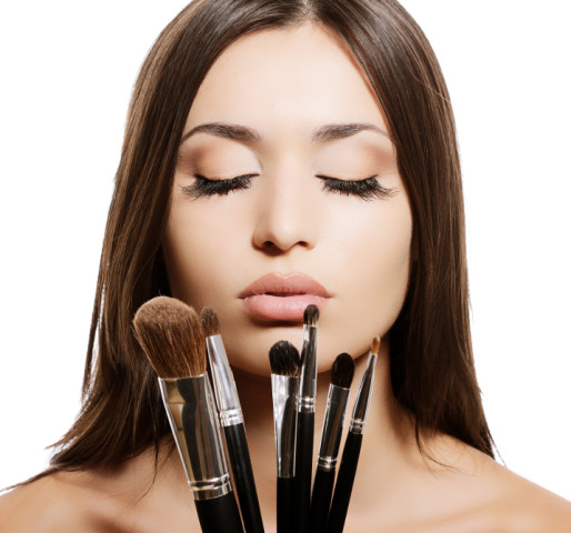 vrouw met make up bosrstels camoufleren mellacare