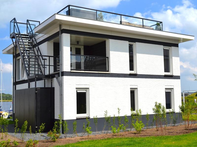 MijnVakantiehuisJouwVakantiehuis.nl Villa Meerzicht Blvd 6 aanzicht achter