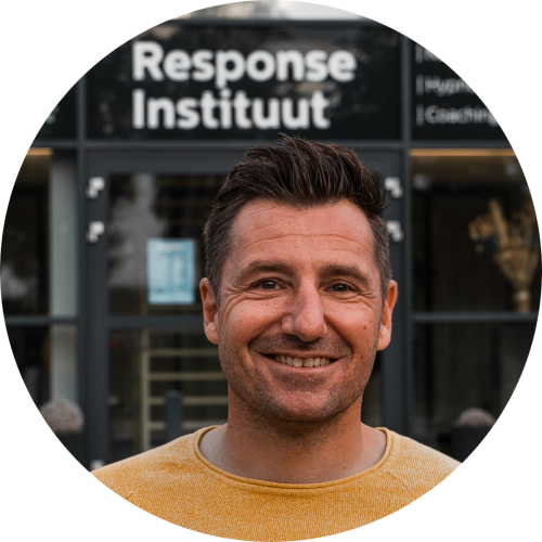 Milan Somers is een spreker, auteur en businessmentor en oprichter van het Response Instituut, een toonaangevend opleidingscentrum voor NLP en hypnose.