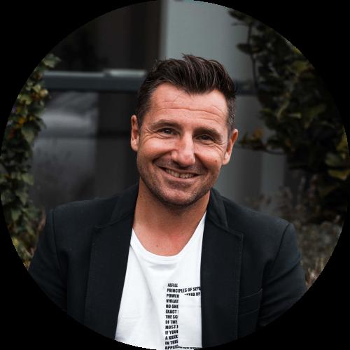 Milan Somers, business & zingevingsmentor helpt jou aan meer zelfvertrouwen en zingeving in je leven.