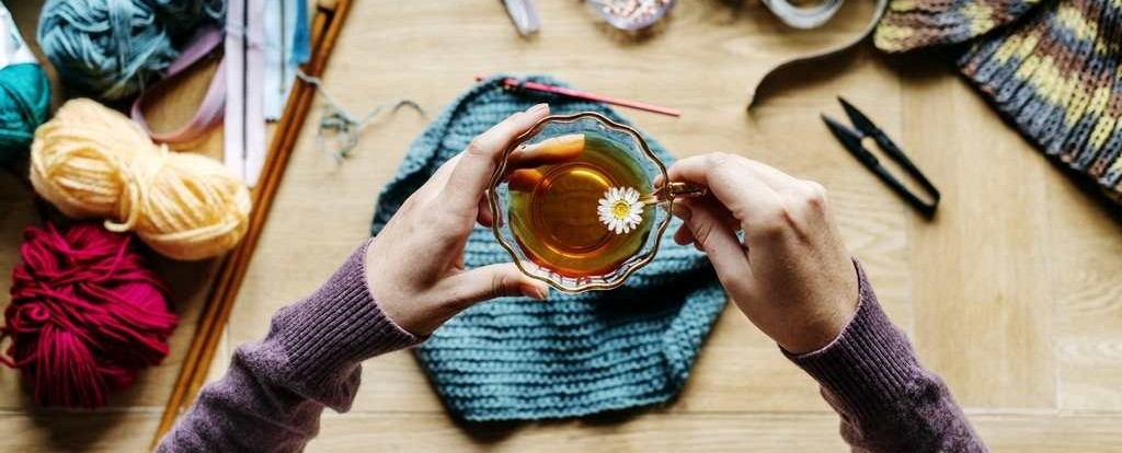 bags-under-eyes-relax-camomile-tea