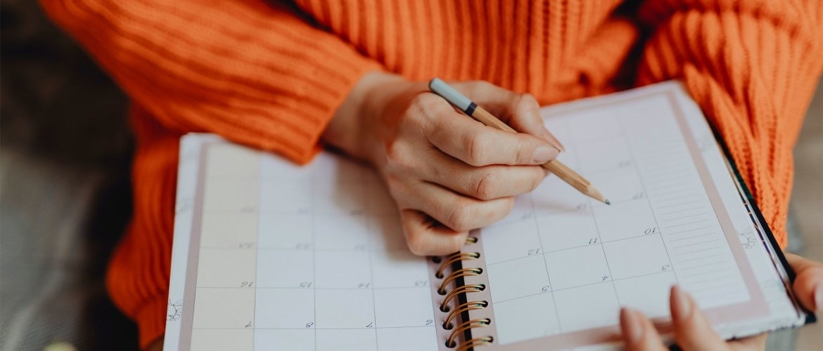 A weekly schedule or daily schedule helps with stress and burnout (including schedule)