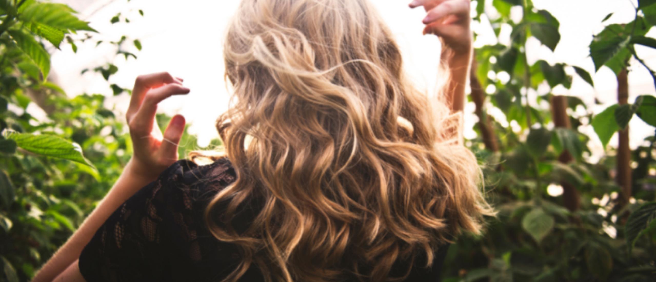 Gold Finger haarstyling bestaat 25 jaar! De natuurlijke kapper gespecialiseerd in krullen