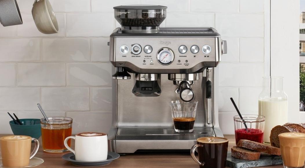 barista express machine a cafe ambiance