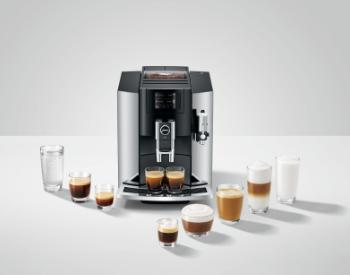 Jura E8 koffiemachine koffiedranken
