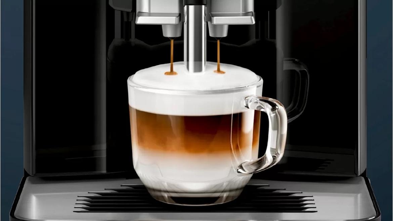 Siemens EQ300 koffiemachine koffiedranken
