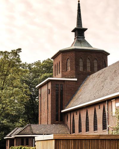 De kerk vormt het hart van de Conscious Academy