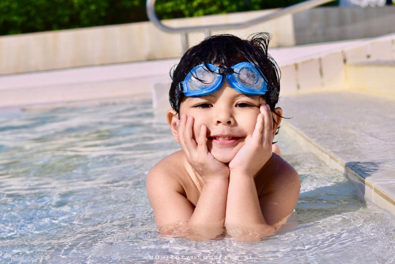 jongetje-in-zwembad