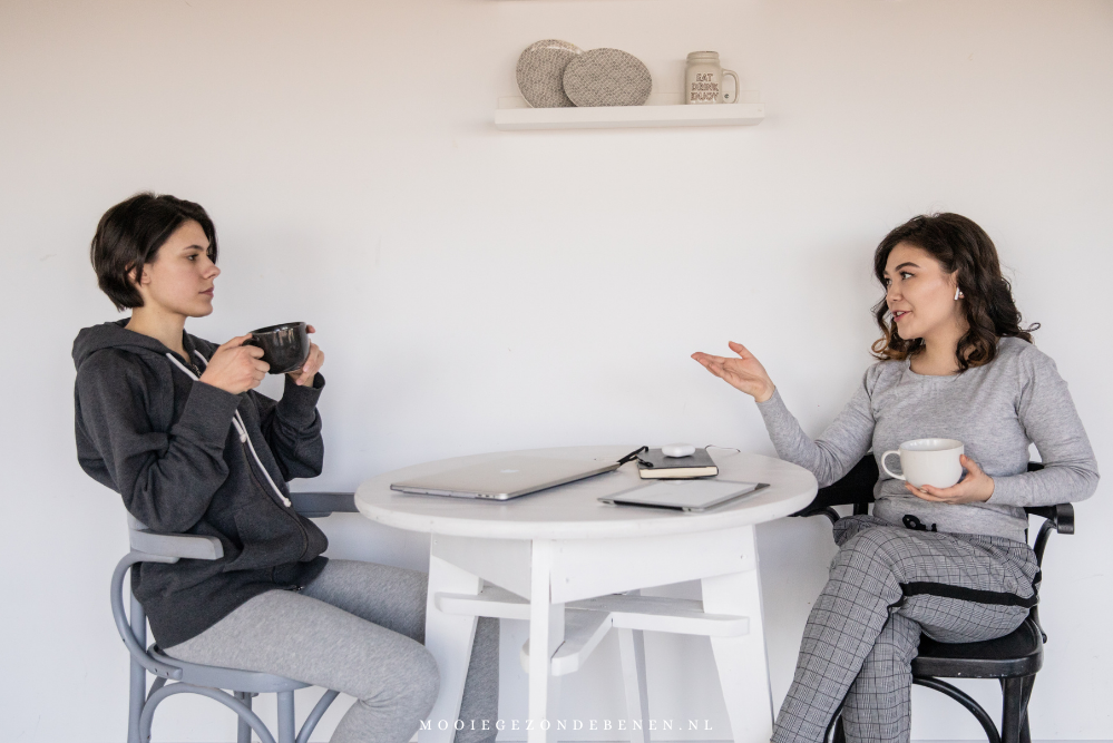 twee-vrouwen-in-gesprek
