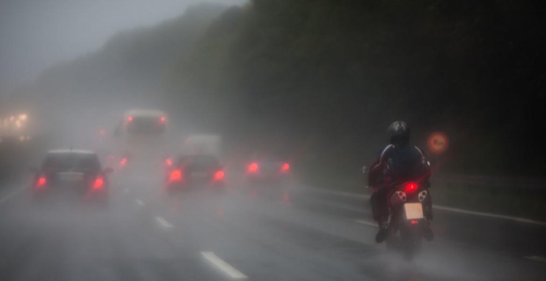motor intercomsysteem in de regen