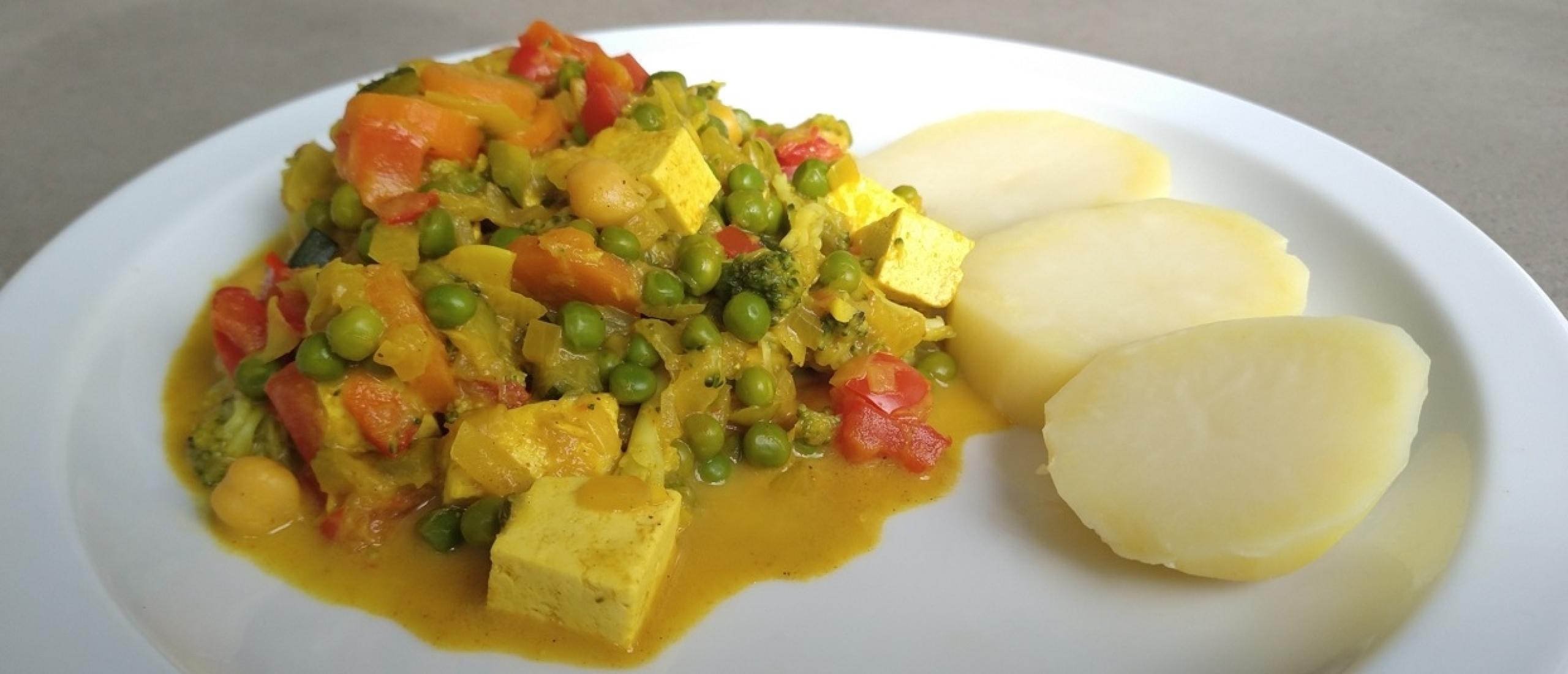 Vegetarische groentecurry met tofu en kikkererwten